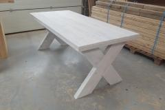 Tafel steigerhout met kruispoot behandeld met whitewash